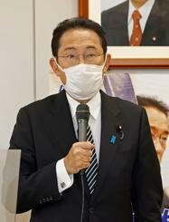 自民党岸田派の緊急総会であいさつする岸田前政調会長=28日午後、東京・永田町
