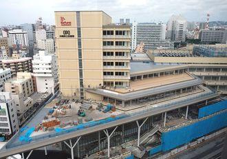 旭橋再開発事業で工事が進み完成間近のカフーナ旭橋=4日、那覇市