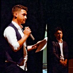 講演活動を通して少年院での経験を伝える原琢哉(左)と武藤杜夫=2017年6月9日、兵庫県(日本こどもみらい支援機構提供)