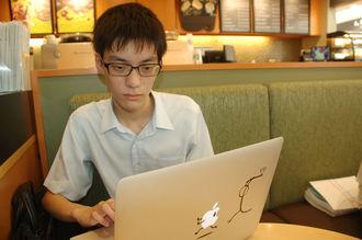 自宅だけでなく、カフェで仕事をすることも多い