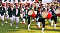 勇壮な舞「これぞ沖縄の夏」 全島エイサーまつり盛況