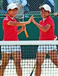 県高校新人大会:小牧・宮平組V ソフトテニス