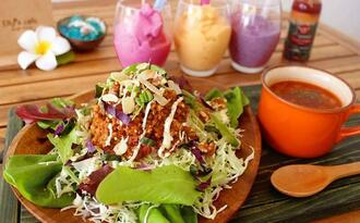 Elly's cafeの「ベジ島豆腐タコライス」(提供)