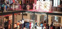 踊りや着付けで実感 パリのユニクロで沖縄展