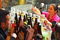 沖縄出身の原発作業員くつろぎの場 福島県の「A家食堂」