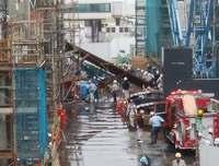 那覇空港事故:重体の男性死亡 コンクリート製の梁が崩れ…
