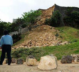 地震で城壁の一部が崩れ落ちた勝連城跡(2010年2月)