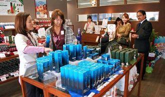 県産素材を使った「島コスメ」を含め、約100アイテムをそろえる「琉球コスメハウス」=那覇市安里