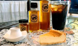 店で一番人気の自家製ハチミツを使った「ベイクドチーズケーキ」
