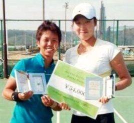 ダブルスで準優勝した井上明里(左)・崔ペア(提供)