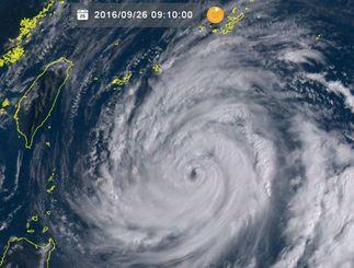 ひまわり8号リアルタイムWebがとらえた台風17号(26日午前9時10分現在)