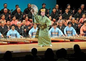 古典音楽斉唱で幕を開けた北部芸能祭=1日、名護市民会館(国吉聡志撮影)