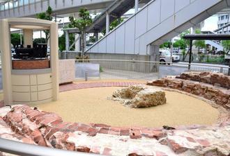 1日から一般公開される転車台の遺構=5月31日、那覇市のバスターミナル付近