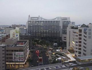 午後5時半すぎの那覇市久茂地。イルミネーションが点灯しました。