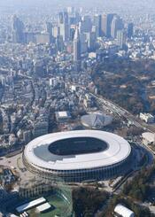 東京五輪・パラリンピックのメインスタジアムの国立競技場=21日(共同通信社ヘリから)