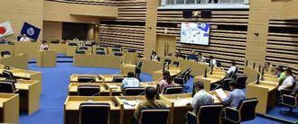 過半数の18市議が退席し、空席が目立った那覇市議会の6月定例会最終本会議=6月29日、那覇市議会議場