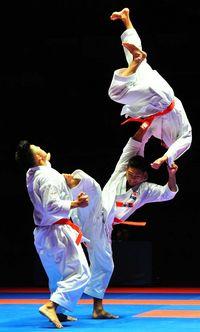 世界空手団体形で日本「金」 発祥地の沖縄トリオが見せた大技