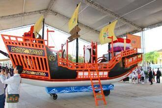 長崎県からベトナム側に引き渡された朱印船のレプリカ=10日、ホイアン(共同)