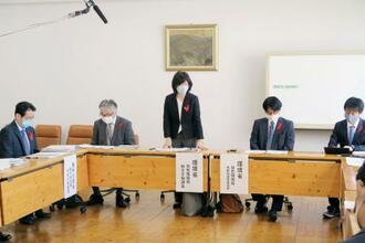 クマの出没や人身被害が相次いでいることを受け開かれた、関係省庁の連絡会議=26日午前、東京都千代田区