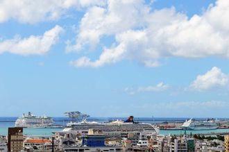 クルーズ船が3隻入っています。明日から台風1号の影響で不安定な天気