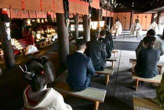 京都・北野天満宮の「梅花祭」=25日午前
