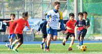 プロの技に熱視線/名護市サッカー教室/J2比嘉選手が指導