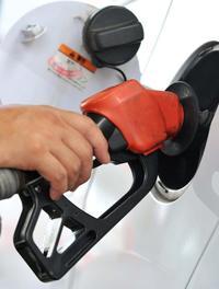 車社会の沖縄、家計は悲鳴 「知らなかった」ガソリン価格全国一