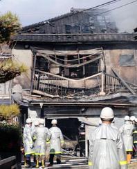 火災で全焼した住宅=17日午後、福島市