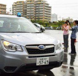 米軍属事件を受け、再発防止策として結成された「沖縄地域安全パトロール隊」。地域巡回に出発するパトロール車=6月15日、那覇市