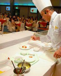 県産食材を生かしたメニューを披露したタイムスプレミアムキッチン=19日、恩納村・沖縄かりゆしビーチリゾート・オーシャンスパ