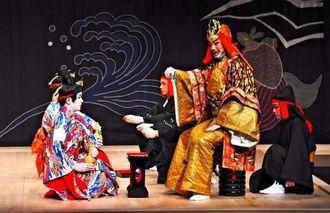 新春公演で上演された組踊「護佐丸敵討」=4日午後、浦添市の国立劇場おきなわ