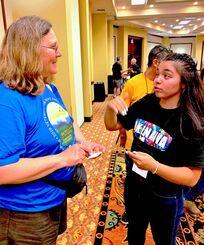 ベテランズ・フォー・ピース第34回年次総会に参加した与那嶺海椰さん(右)=米ワシントン州スポーケーン市