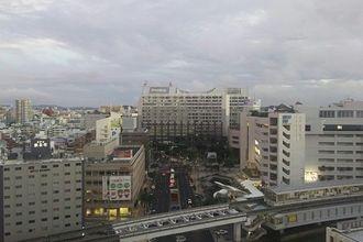 午後6時すぎの那覇市内です。