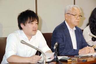 判決後に記者会見する原告代理人の斎藤悠貴弁護士(左)ら=3日午後、東京・霞が関の司法記者クラブ