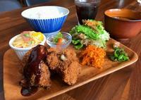 旬の食材、多彩なお家の味で 沖縄市中央「cafe ouchi」