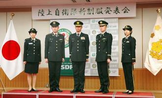 陸上自衛隊が導入する新たな制服=22日午後、防衛省