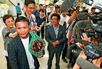 無敵の拳、沖縄県民の誇り 比嘉大吾選手凱旋