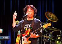喜納昌吉さんの古希、ライブで祝う 「ハイサイおじさん」「花」限定の200人魅了