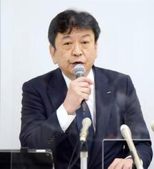 新潟市内で記者会見する東京電力の小早川智明社長=7日午後