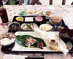 1番人気のおまかせランチ(税込み1100円)。その時のシェフの「気分」で使う食材や味付けが変わる