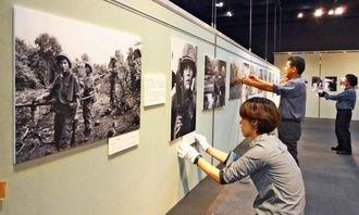 開会を前に石川文洋写真展の準備が進められる日本新聞博物館=23日、横浜市の同館