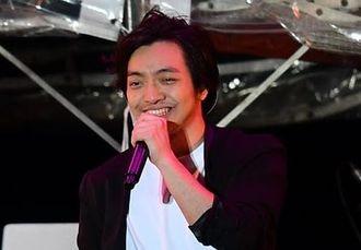 2017年3月、沖縄・中城城跡のステージで歌う三浦大知さん