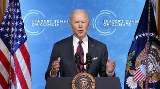 気候変動に関するオンライン首脳会合で、あいさつするバイデン米大統領=22日