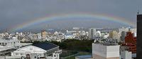 那覇の空に鮮やかな虹が出現 わずか10分