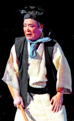 名作歌劇オムニバス「浅地紺地」で4作5役を演じる真喜志康忠=1993年2月5日、沖縄県立郷土劇場