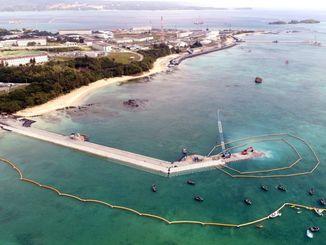 (資料写真)新基地建設の作業が進む辺野古の海