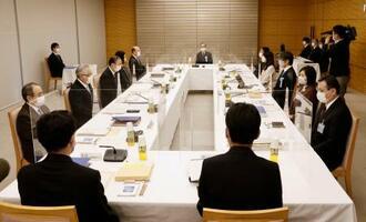 安定的な皇位継承策を議論する有識者会議の第3回会合=21日午後、首相官邸