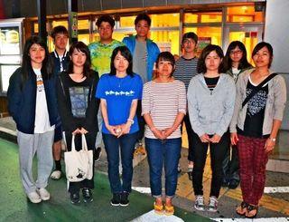募金活動を前に「熊本の人々の力になりたい」と語る崇城大学の県出身学生=17日夜、浦添市