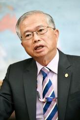 インタビューに答える台北駐日経済文化代表処の蔡明耀副代表=19日午後、東京都港区
