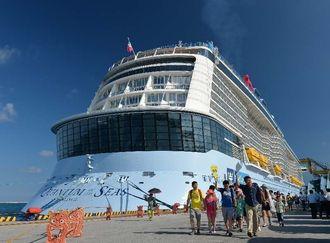 (資料写真)那覇港へのクルーズ船寄港回数が前年の1・2倍に当たる224回に達し、過去最多を更新した
